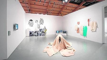 Vista de la muestra «Vestir y desvestir cuerpos»