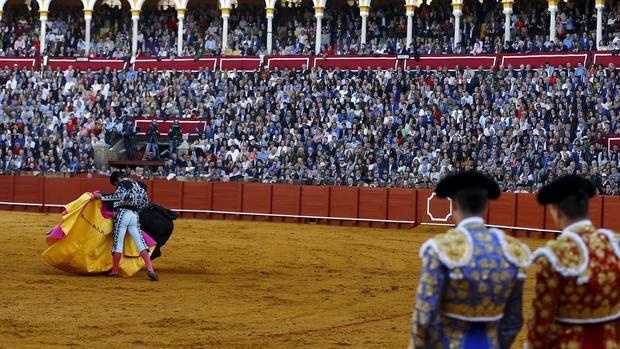 Morante de la Puebla, el pasado Domingo de Resurrección bajo la mirada de Manzanares y Talavante