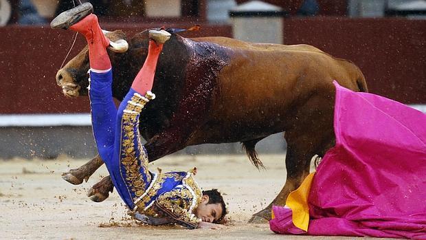 Antonio Puerta, en el momento del percance que sufrió en Las Ventas