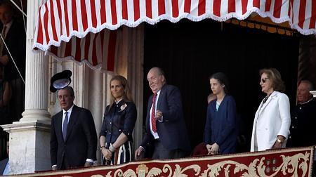 El Rey Don Juan Carlos recibió el brindis de los tres toreros