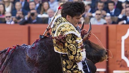 José Garrido sufrió una escalofriante cogida