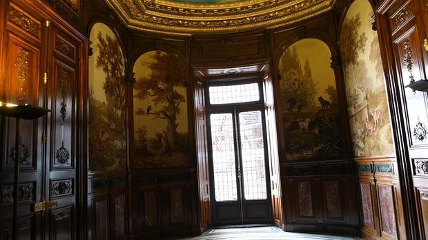 El comedor de invierno del palacio, con los tapices de nuevo en su lugar original