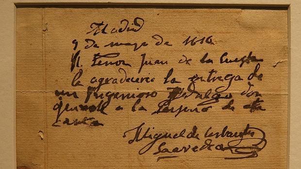 Uno de los once autógrafos de Cervantes que se expone en la Biblioteca Nacional