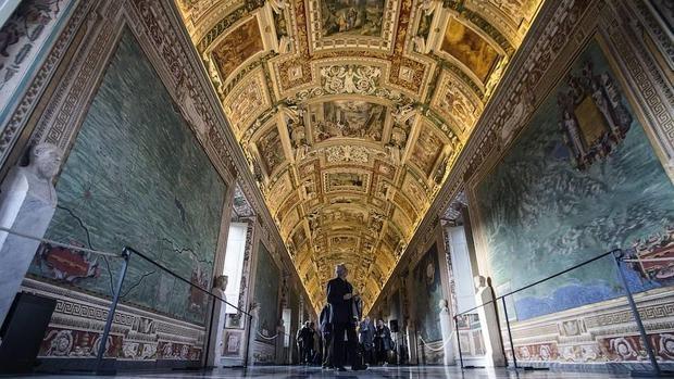 La restaurada Galería de los Mapas en los Museos del Vaticano