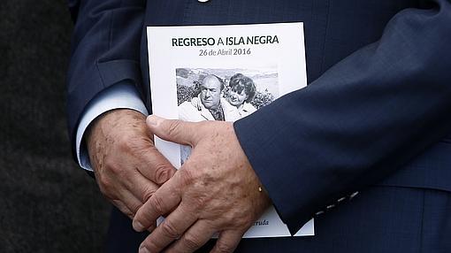 Un asistente al cuarto entierro de Neruda