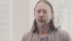 Thom Yorke, de Radiohead, en una imagen del vídeo de «Daydreaming»