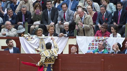 Manzanares brinda a Don Juan Carlos, acompañado por la Infanta Elena y Victoria Federica