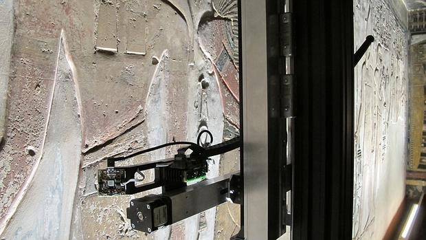 El escáner de Fáctum Arte sobre los muros de la tumba de Seti, una de las más grandes del Valle de los Reyes