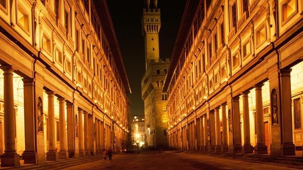La Galería de los Uffizi con el Palacio Vecchio al fondo