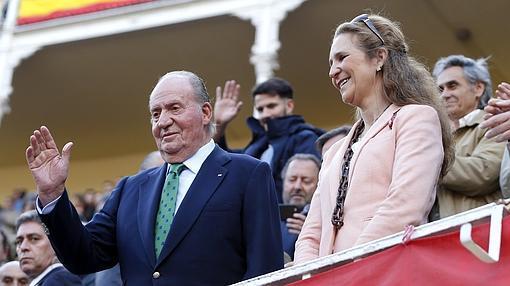 Don Juan Carlos y Doña Elena, en los toros