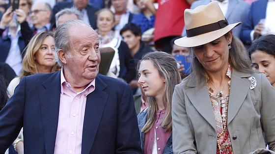 Don Juan Carlos y la Infanta Elena asisten al festejo estrella