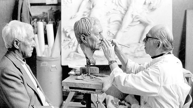 Ernst Jünger posa para el escultor Arno Breker en 1982