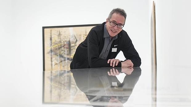 El escritor argentino César Aira, fotografiado en la muestra de Wifredo Lam en el Reina Sofía