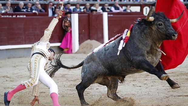 José Carlos Venegas, en un momento de apuro con el peligroso tercero, con el que oyó los tres avisos
