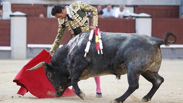 El Cid, con el tercer toro, Garrochista de nombre
