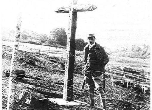 Fotografía de un cementerio francés empleada como portada de ABC el 1 de noviembre de 1915