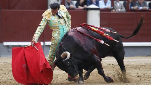 David Mora, en un encajado derechazo a Malagueño
