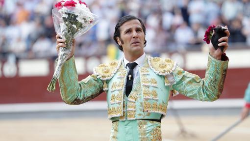 David Mora cortó dos orejas al mejor toro de la feria, de Alcurrucén