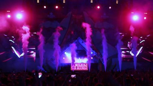 Un momento de la actuación de Armin van Buuren