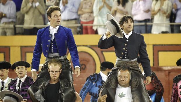 Andy Cartagena y Diego Ventura salen a hombros