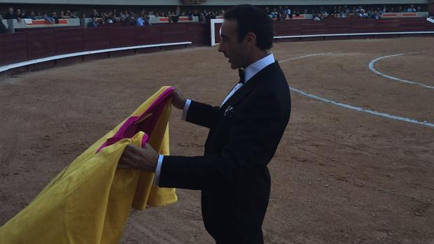 Enrique Ponce se vistió de esmoquin tras indultar al cuarto toro