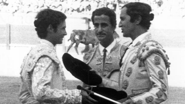 Manzanares tomó la alternativa de manos de Luis Miguel y en presencia de El Viti