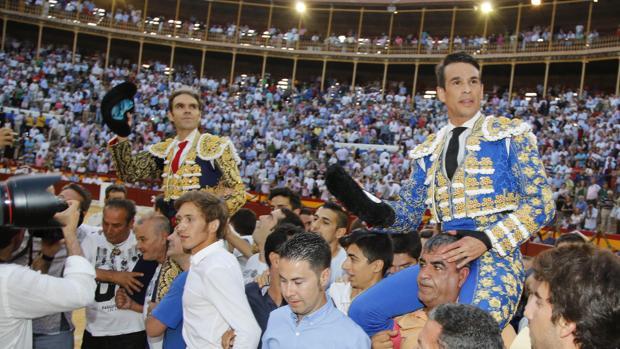 José Tomás y Manzanares salen a hombros