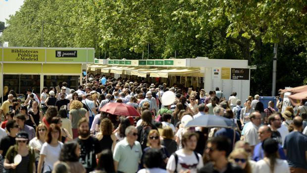 Imagen de la Feria del Libro de Madrid, en el Parque del Retiro