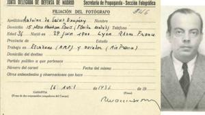 Hallan el carné de reportero de la Guerra Civil de Antoine de Saint-Exupéry en el Archivo de Salamanca