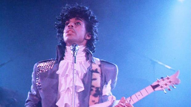 Vendieron camisa de Prince en 86mil euros