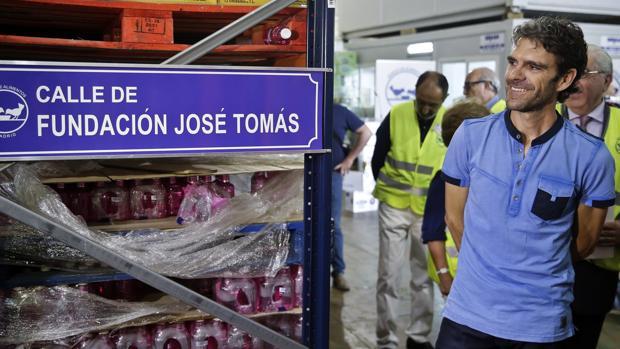 José Tomás, durante su visita al Banco de Alimentos