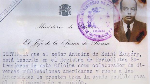 Foto del carné provisional que el escritor obtuvo en Valencia, antes de volar a Madrid, el 13 de abril de 1937