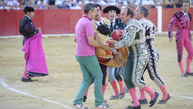 Víctor Barrio, en el momento de la cornada sufrida en Teruel