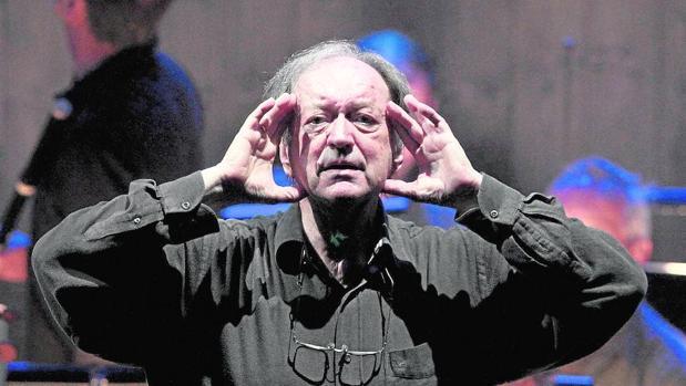 Nikolaus Harnoncourt durante un ensayo de «La flauta mágica» en el Festival de Salzburgo de 2012