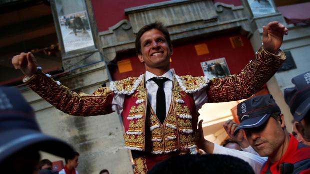 El Juli sale a hombros de la plaza de Pamplona