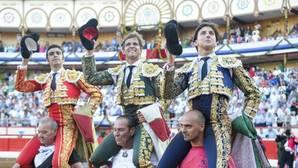 Perera, El Juli y Roca salieron a hombros en una tarde con 8.393 espectadores