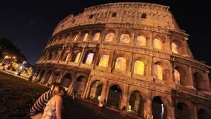 Dos jóvenes se cuelan en el Coliseo de Roma, lo escalan de noche y cuelgan el vídeo en YouTube
