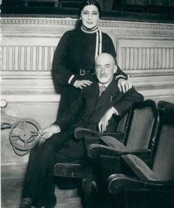 Con la actriz Lola Membrives en 1923