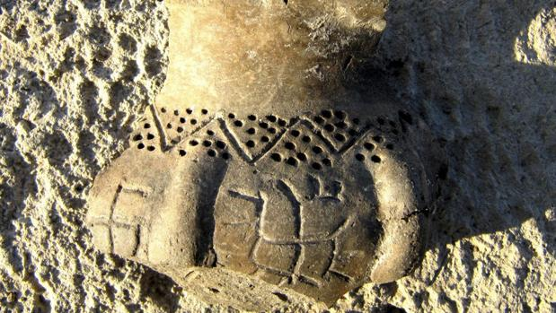 El fragmento cerámico con el pictograma de una esvástica hallado en Bulgaria
