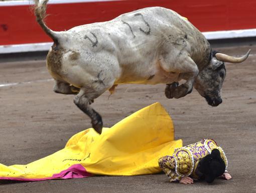 Garrido tuvo que echar cuerpo a tierra en el saludo a portagayola al ensabanado sexto