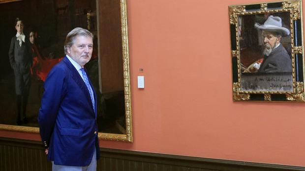 El ministro, Íñigo Méndez de Vigo, durante la visita al Museo Sorolla, en Madrid
