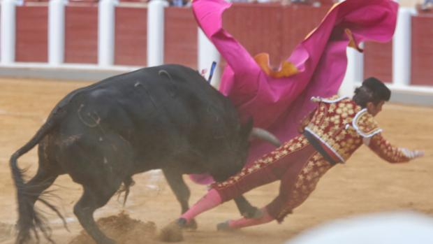 El Fandi fue arrollado por el quinto toro