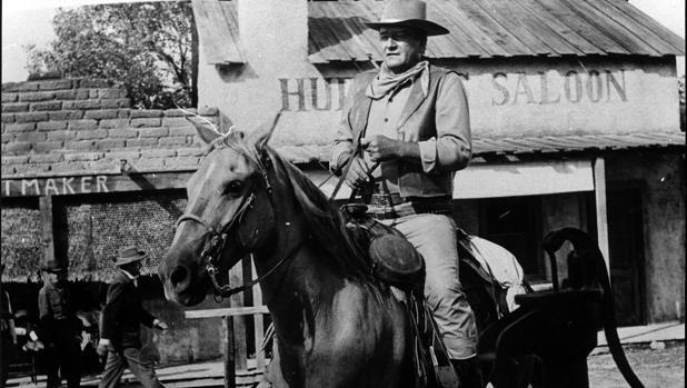 John Wayne, en una escena de «Río Bravo», dirigida por Howard Hawks