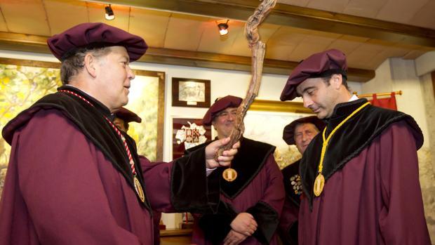 Enrique Ponce es nombrado cofrade del Vino de Rioja