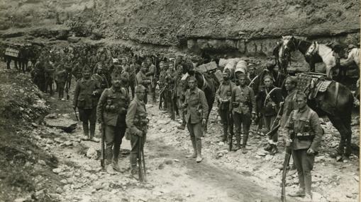 Un convoy a Tizzi Azza. Fuerzas del Tercio dispuestas para proteger la operación