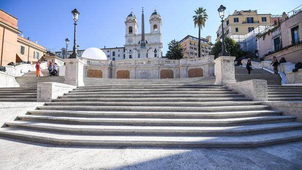 Aspecto de la escalinata en la Plaza de España de Roma