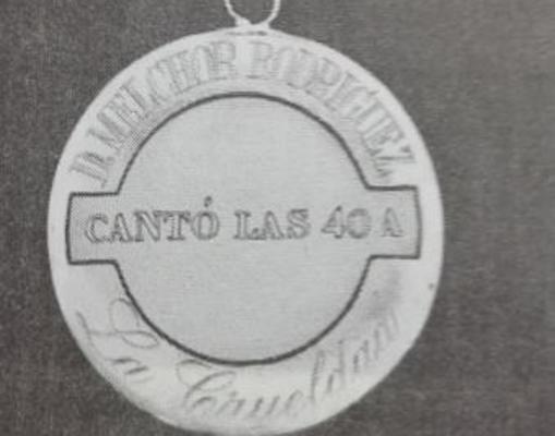 La medalla que le entregó Bobby Deglané