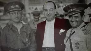 Melchor Rodríguez junto al coronel Casado, el coronel Ardid y el coronel Ortega en el acto de entrega de la bandera tricolor