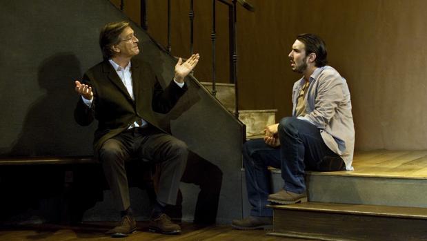Josep Maria Flotats y Arnau Puig, en una escena de la obra