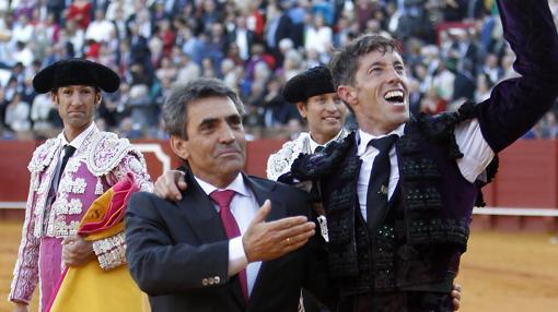 Victorino y Escribano, en Sevilla tras el indulto de «Cobradiezmos»